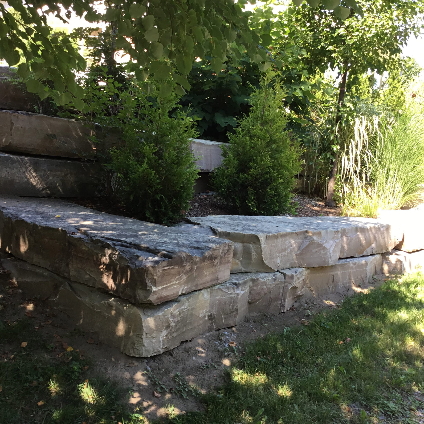 landscaping retaining wall lawn